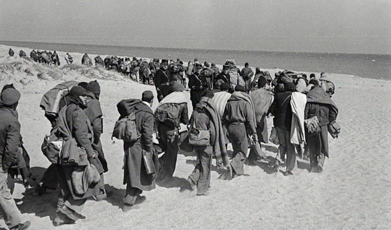 Fotografía: Twitter @guerracivilesp. Campo de concentración de Argelès-sur-Mer, construido por el gobierno de Francia en una playa de esa localidad, en la costa mediterránea del país, para albergar a parte de los 550.000 refugiados que atravesaron la frontera, huyendo de España tras el fin de la Guerra Civil Española, en 1939.