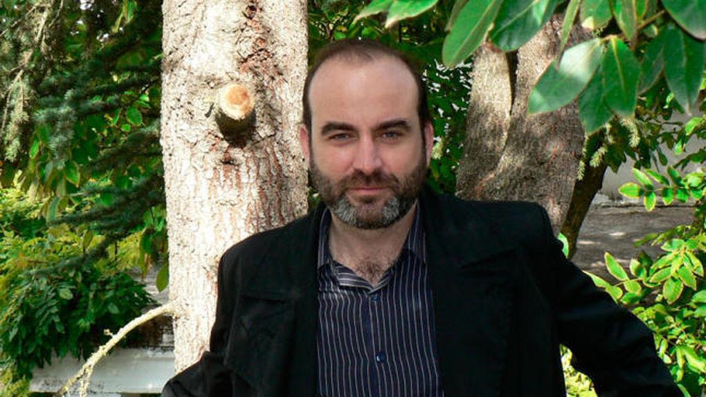 escritor-Ernesto-Perez-Zuniga_630846932_2292453_1020x574